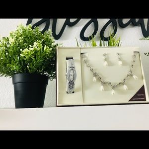 A cute combo of necklace, earrings and a watch